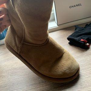 Uggs cream colour boots